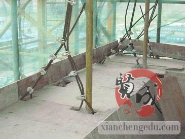 脚手架兜底网设置要求:每3层楼设置一层兜底网